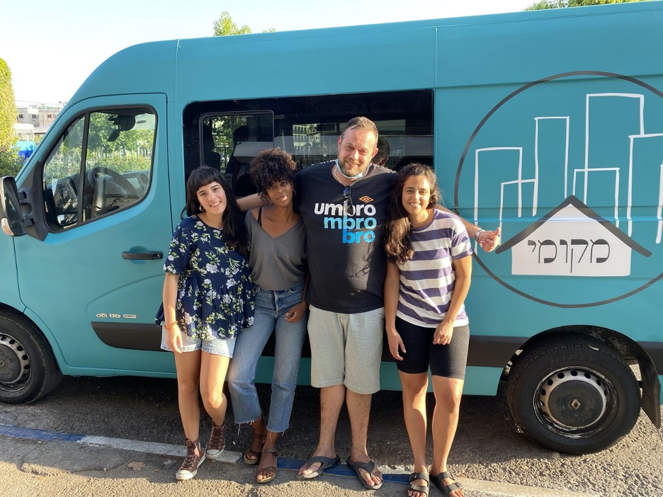 The Mekomi team in fornt of the food truck